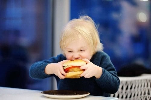 Obiceiuri care duc la obezitatea la copii