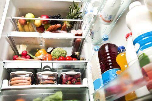 Alimente păstrate în frigider