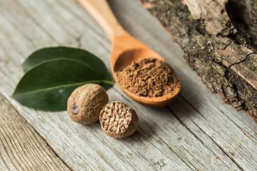 Beneficii ale nucșoarei: un condiment minune!