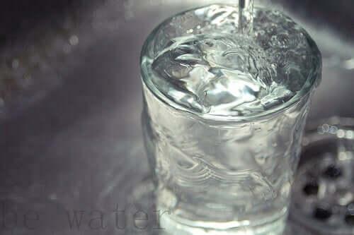 Pahar cu apă plată