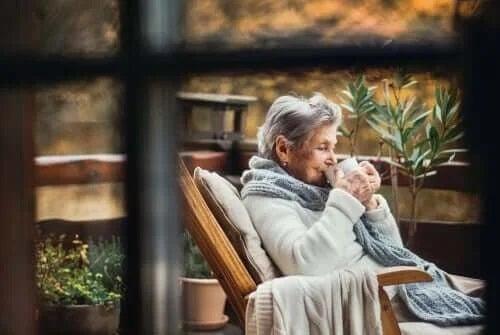 Sfaturi pentru bătrâni în timpul carantinei