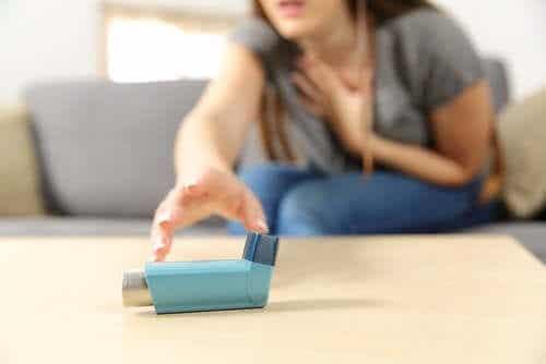 Simptome și tratamente pentru astmul sever acut
