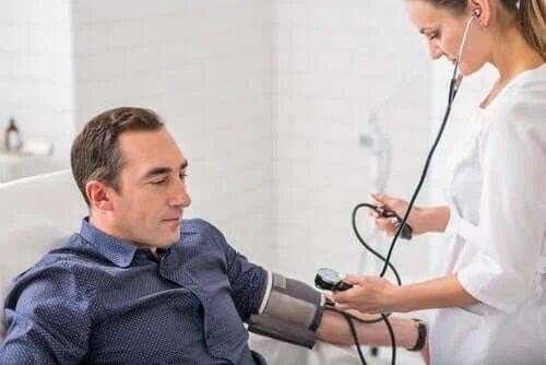 Coronavirusul afectează mai mult bărbații