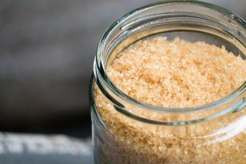 Exfoliante naturale care elimină punctele negre cu zahăr brun
