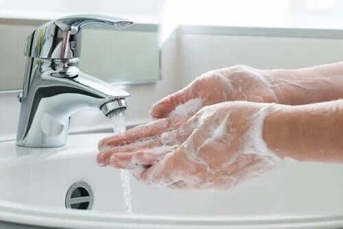 Măsuri preventive împotriva COVID-19 precum spălatul pe mâini