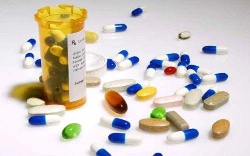 Medicamente pentru COVID-19 aflate în faza de testare