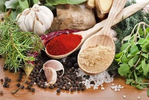 Mirodenii și ierburi aromatice