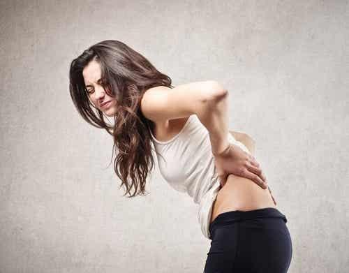 5 afecțiuni care provoacă dureri de spate