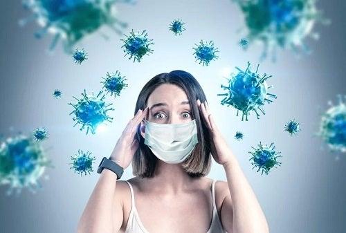 Femeie care știe cum afectează coronavirusul creierul