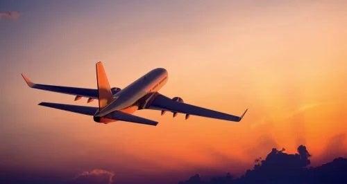 Avion care decolează