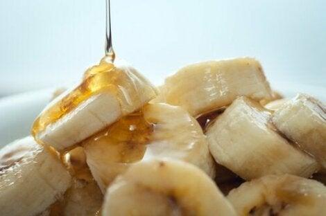 Banane feliate cu miere naturală