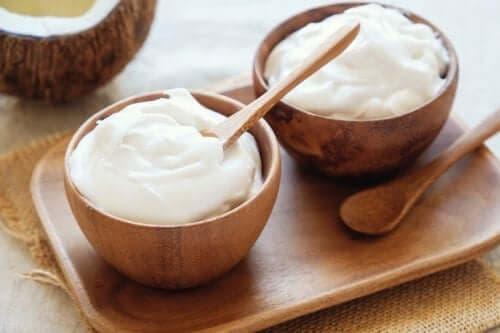 Căni cu dressing pentru salată pe bază de iaurt