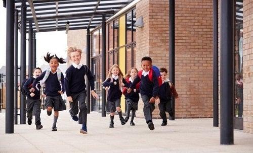 Cum să alegi școala ideală pentru copilul tău