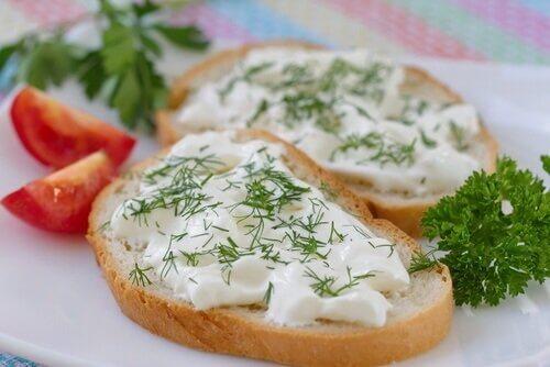 Cremă de brânză vegană cu pătrunjel