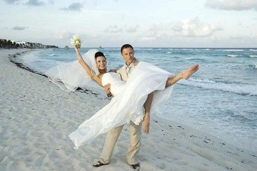 Cuplu proaspăt căsătorit
