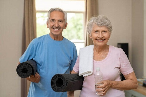 Cuplu care se pregătește de exerciții fizice