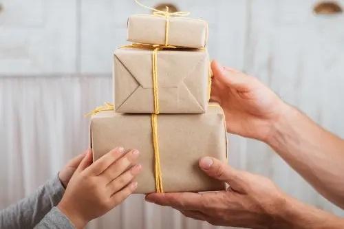 Cutii de cadouri din carton