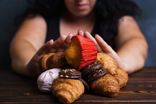 5 trucuri utile în controlul poftei de dulce