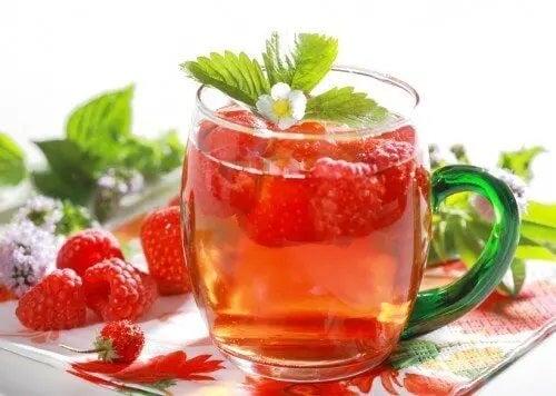 Rețete delicioase de infuzii de fructe cu mentă
