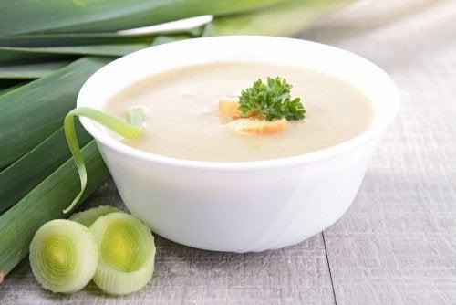 Supă cremă de legume cu ciuperci, praz și ghimbir