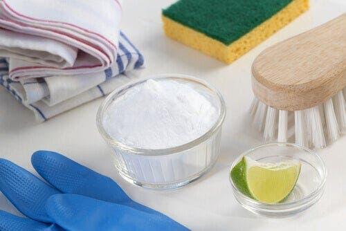 Materiale utile pentru dezinfectarea ecologică a frigiderului