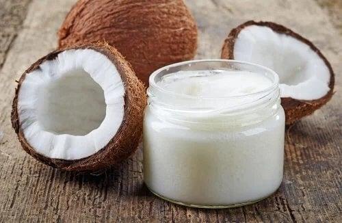 Nucă de cocos spartă