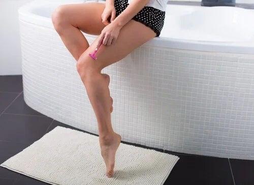 Cum să previi părul crescut sub piele evitând epilatul cu lama