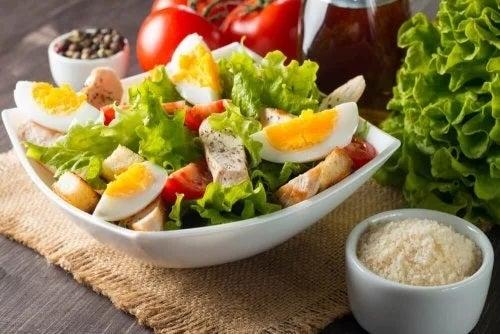 Rețete de salate delicioase și hrănitoare cu ou