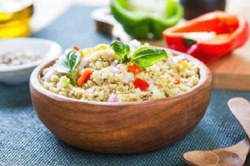 Rețete de salate delicioase și hrănitoare cu quinoa