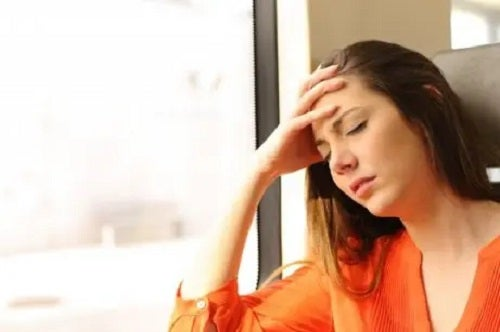 Femeie care are simptome ale varicelor esofagiene