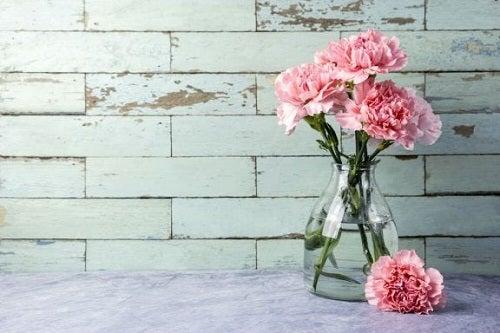 3 trucuri pentru curățarea vazelor din sticlă