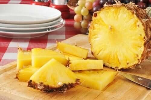 Ananas inclus în meniuri pentru prevenirea celulitei