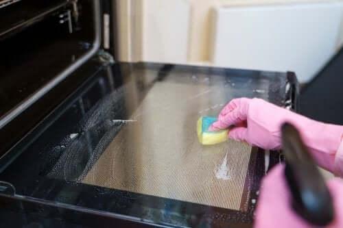 Cele mai bune metode de curățare a cuptorului
