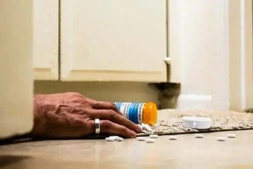 Bărbat care a luat o supradoză de opioide