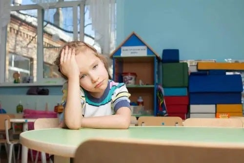 Copil cu dificultăți de concentrare