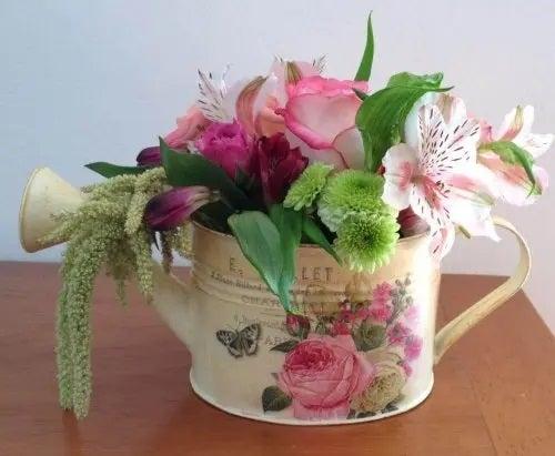 Decorațiuni pentru masă cu flori naturale