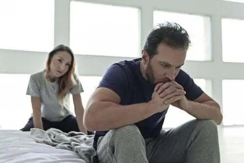 Cuplu care se confruntă cu disfuncțiile sexuale la diabetici