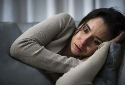 Femeie care suferă de depresie