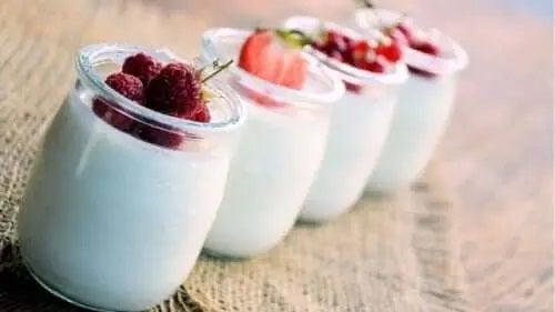Iaurturile sunt alimente care ard grăsimea abdominală