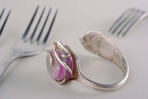 Inel pentru servețele confecționat dintr-o furculiță veche