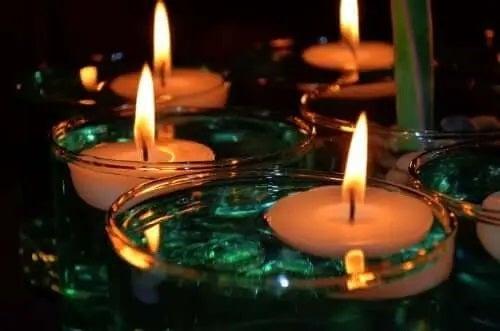 Lumânări aprinse