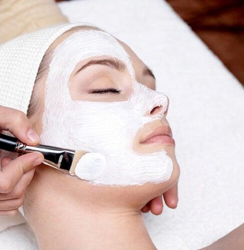 Metode naturale de peeling pentru față