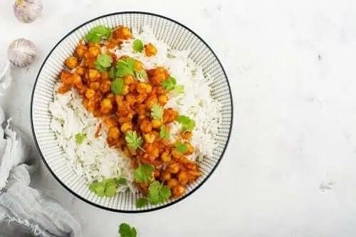 Orez și curry de năut