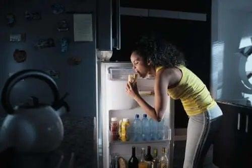 Ce este sindromul mâncatului noaptea?