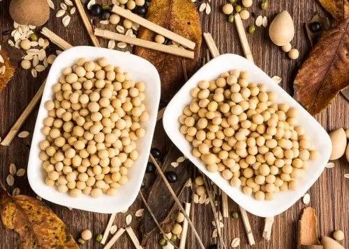 Boabe de soia în castroane