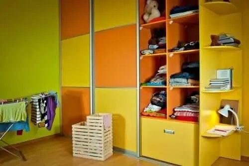 Spații de depozitare în dormitorul copilului