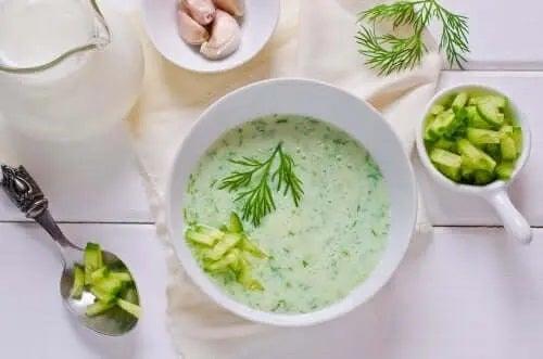 Supă de avocado și castravete