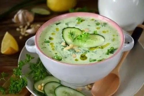 Rețetă de supă de avocado și castravete