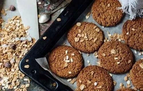 Tavă de biscuiți cu ovăz și iaurt fără zahăr
