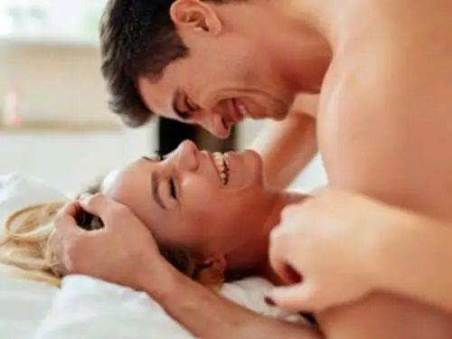 Cum să te bucuri de sex satisfăcător și sigur